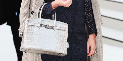 Did You Know That Your Elbow Handbag Can Cause Muscle Problem?